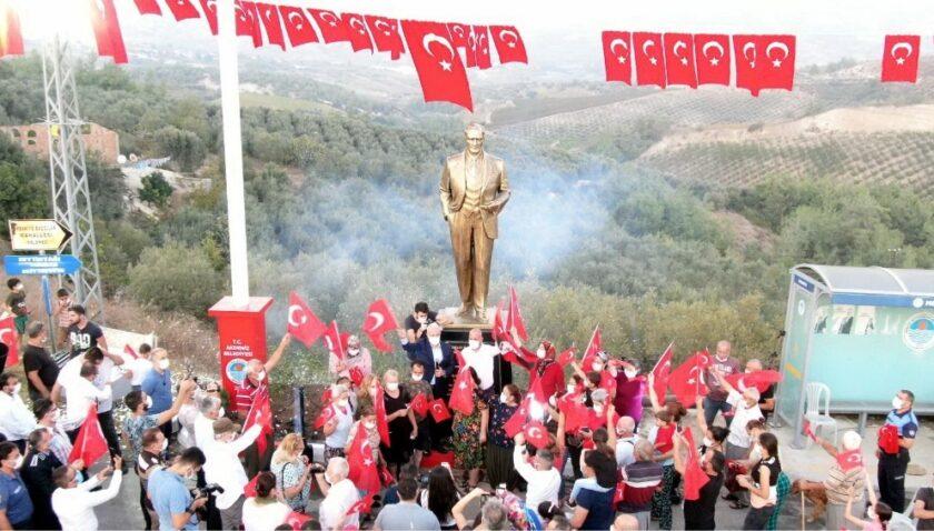 Akdeniz Belediyesinden Melemez'e Atatürk Heykeli