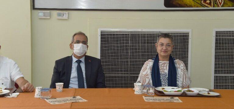 """Başkan Bozdoğan: """"Sağlık çalışanlarına minnettarız"""""""