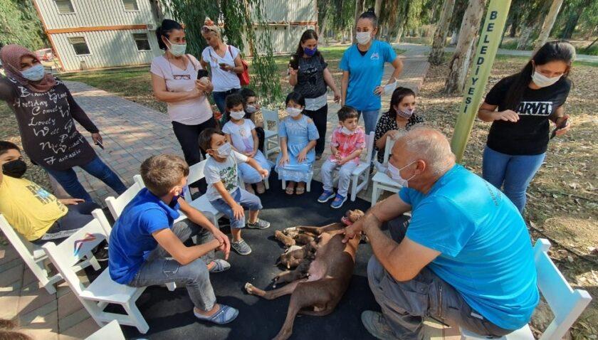 Çocuklara hayvan sevgisi aşılanıyor