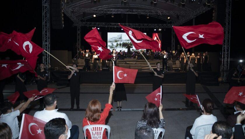 Cumhuriyet coşkusu Büyükşehir Belediyesi ile tüm Mersin'i sardı