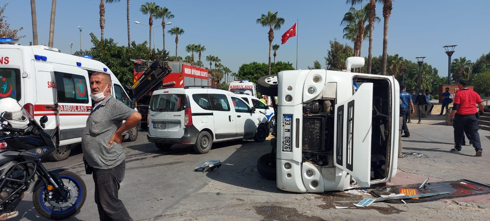 Yolcu minibüsü devrildi; 3 yaralı