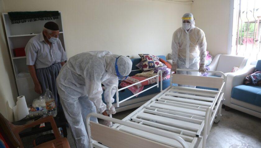 Erdemli Belediyesi ihtiyaç sahiplerine ulaşmaya devam ediyor