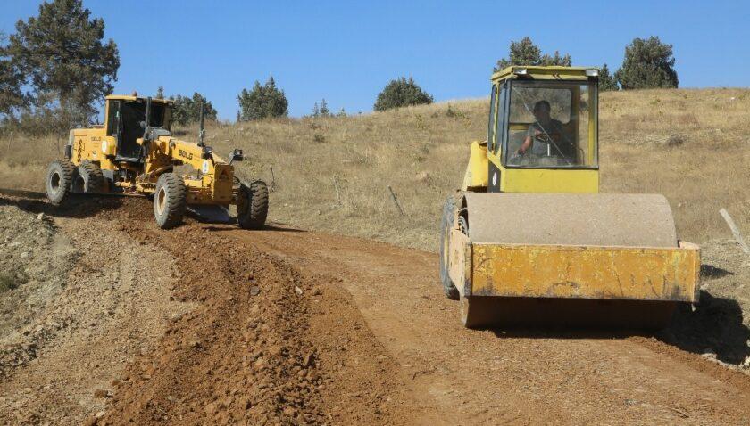 Erdemli'de yol çalışmaları sürüyor