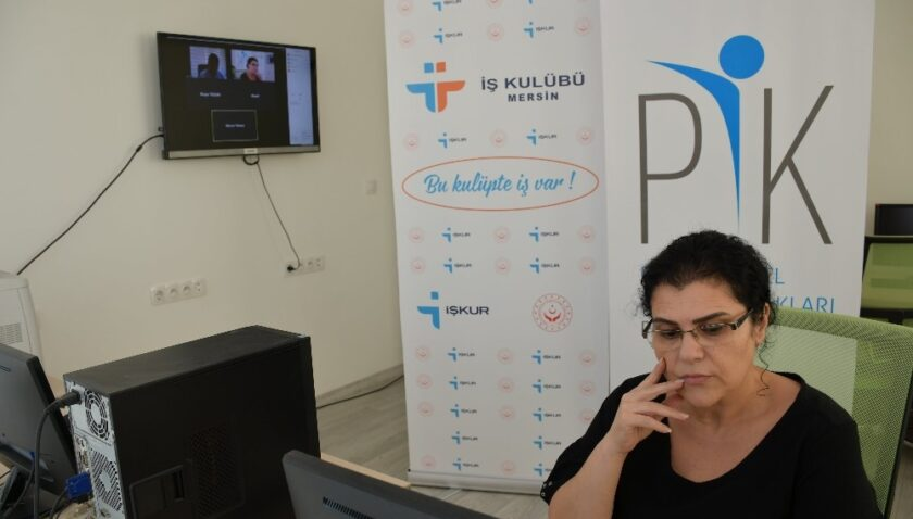 Mersin İŞKUR İş Kulübünün 'iş hayatına hazırlık' eğitimleri sürüyor