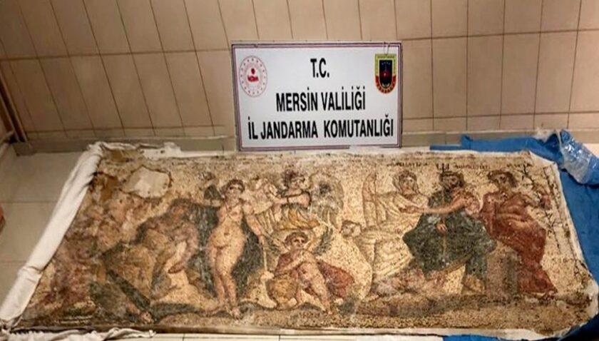 Mersin'de Helenistik döneme ait mozaik pano ele geçirildi