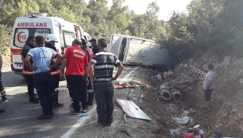 Mersin'deki tarım işçisi taşıyan midibüs kazasında ölü sayısı 2'ye yükseldi