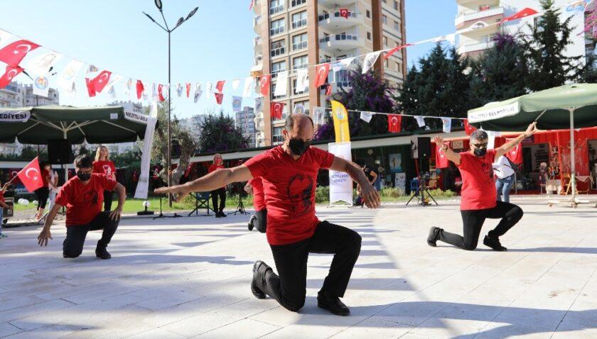 Mezitli Belediyesi Sanat Çarşısında Cumhuriyet Bayramı coşkusu