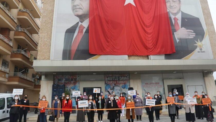 AK Parti'li kadınlar, şiddete karşı 'Sesimizi sen de duy' dedi