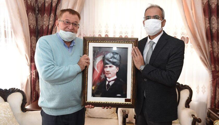 Başkan Bozdoğan, öğretmenlerin evlerine konuk oldu
