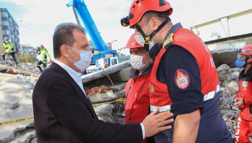 Başkan Seçer, deprem bölgesinde vatandaşların acısını paylaştı