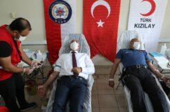 Mersin polisinden kan bağışı kampanyasına destek