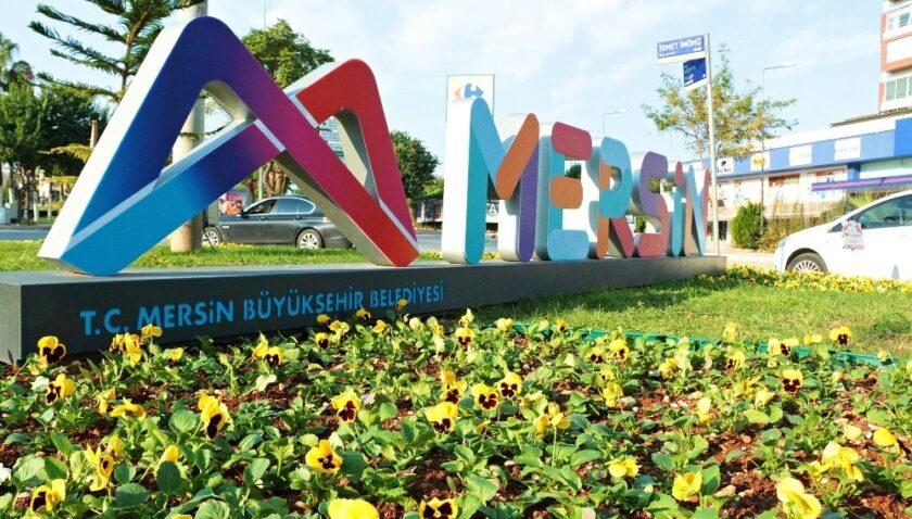 Mersin'de 800 bin çiçek toprakla buluşturulacak