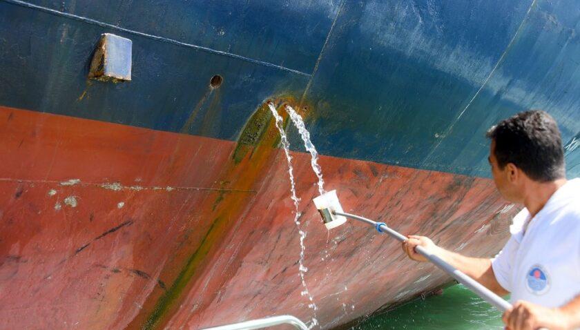 Mersin'de denizi kirleten gemilere 40 milyon lira ceza