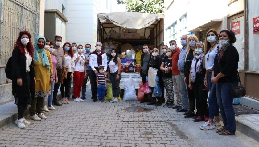 Tarihi Taşhan'dan İzmir'e bir kamyon dolusu yardım