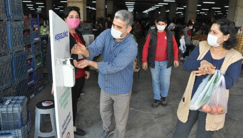 Tarsus'ta pazar yerlerinde maske ve hijyen denetimleri artırıldı