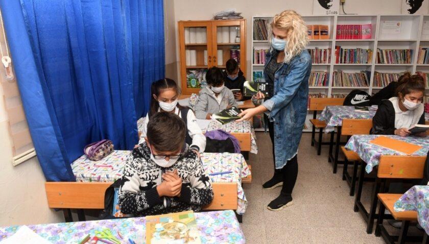 Yenişehir Belediyesinden çocuklara steril kitap