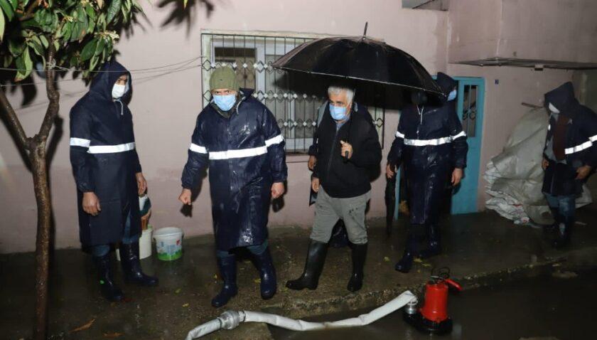 Akdeniz Belediyesinden su baskınlarından etkilenenlere destek