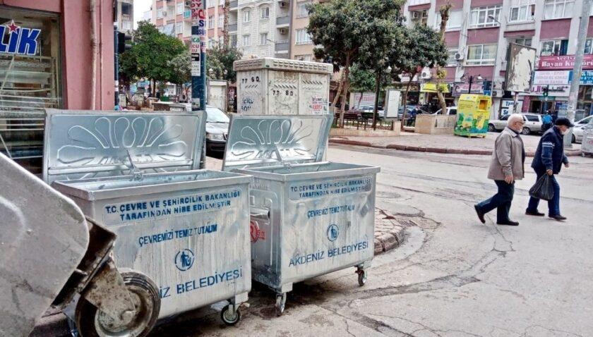 Akdeniz'de çöp konteynerleri yenileniyor