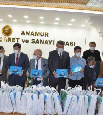 Anamur TSO'dan öğrencilere 55 tablet hediye