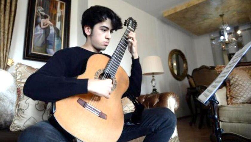 Dünyanın en iyi 4'üncü gitaristi oldu