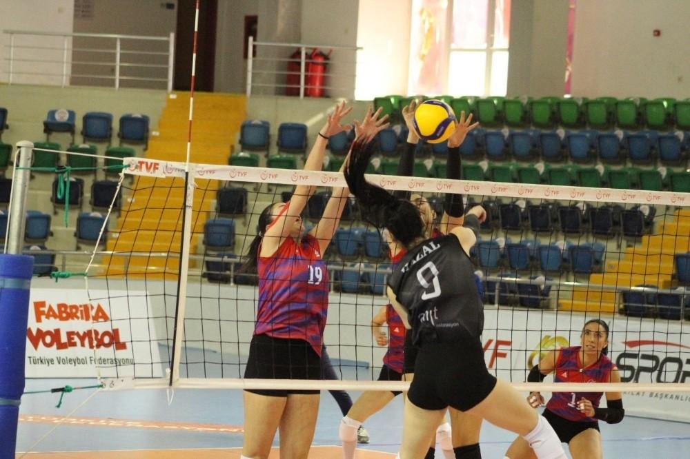 Mersin Büyükşehir Belediyesi GSK Voleybol Takımı 2. sıraya yükseldi