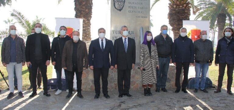 Mersinli gazeteciler Uğur Mumcu'yu andı