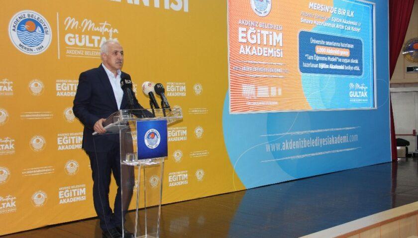 Akdeniz Belediyesi, bir ilke daha imza attı: 3 bin öğrenciye Eğitim Akademisi paketi