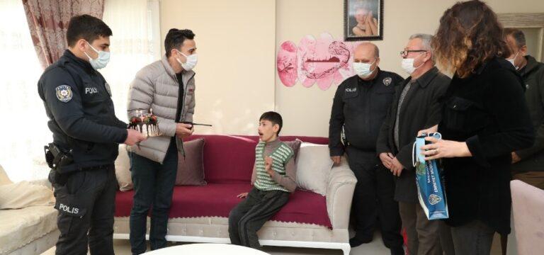 Engelli çocuğun polisle buluşma hayali gerçek oldu