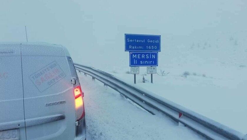 Karaman-Mut yolunda tipi ve buzlanma ulaşımı aksatıyor