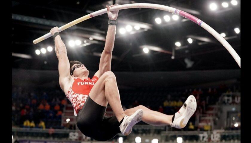 MEÜ öğrencisi milli atlet Ersu Şaşma Türk atletizm tarihine geçti