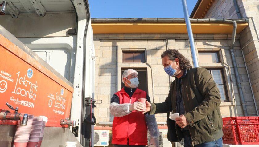 Büyükşehir Belediyesi, tren yolcularına çorba hizmetine yeniden başladı