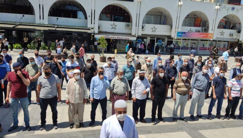 Mersin'de Filistin'de hayatını kaybedenler için gıyabi cenaze namazı kılındı