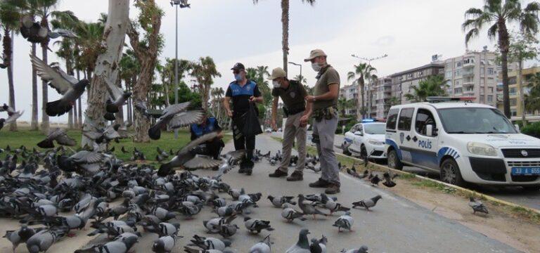Polisler sokak hayvanlarını unutmuyor