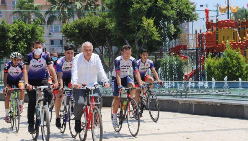 Akdeniz Belediyesi, bisiklet severleri buluşturdu