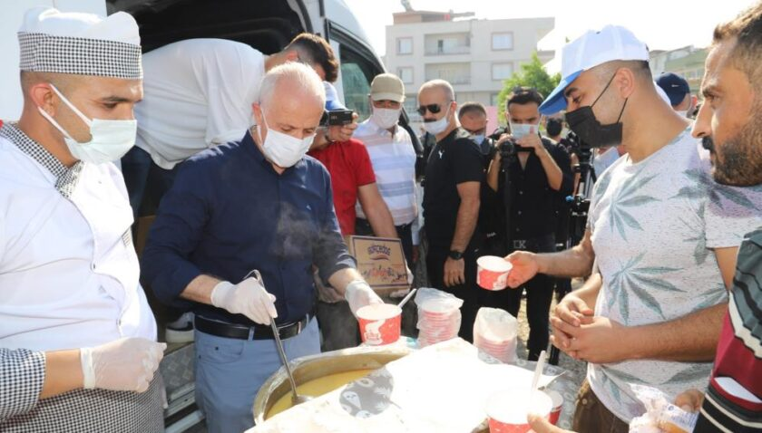 Akdeniz'den vatandaşlara çorba ikramı