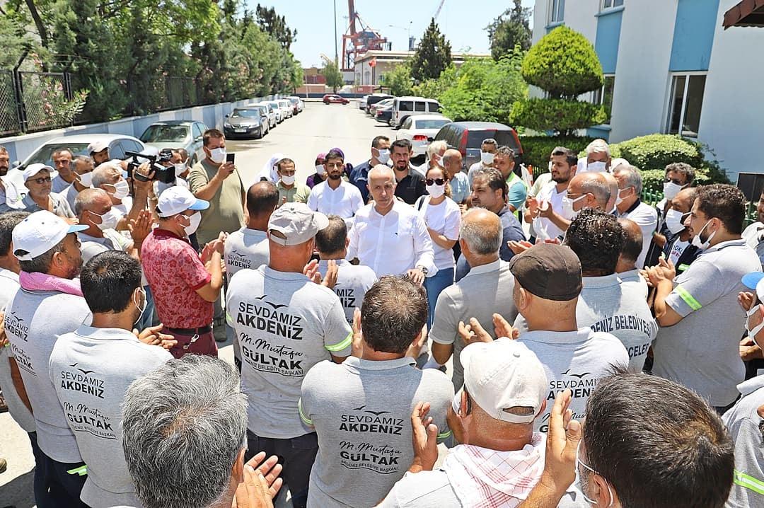 Gültak, belediye personeliyle bayramlaştı