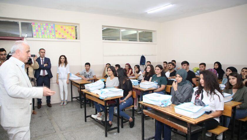 Akdeniz Belediyesi'nden öğrencilere rehberlik hizmeti